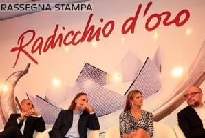 """CONSEGNATO IL """"RADICCHIO D'ORO 2016""""  A MAURO ROSATI"""